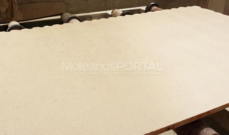 Cabeca Veada limestone slab